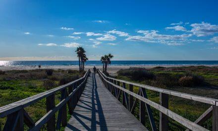 El tiempo en Andalucía: Cielos despejados, levante en el Estrecho y temperaturas en ascenso para el comienzo de la semana