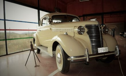 «Caprichos del abuelo» una exposición de coches y motos clásicas en la Reserva del Castillo de las Guardas