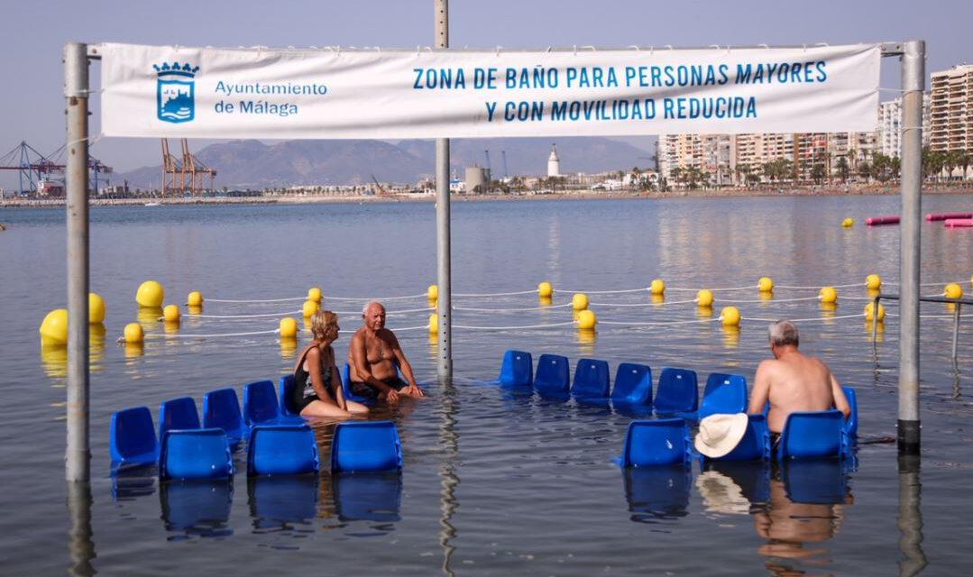 Málaga hoy: Málaga ya cuenta con zona de baño adaptada para personas con movilidad reducida