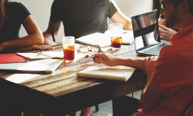Te contamos cinco cosas que debes tener en cuenta para ser más feliz en el trabajo