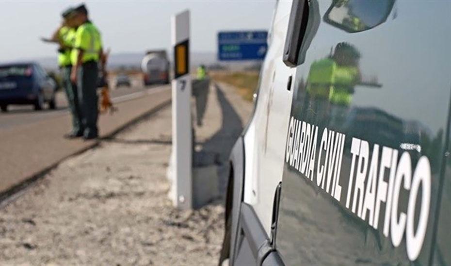 Mueren tres jóvenes al salirse su vehículo de la vía en Arenas del Rey, en Granada