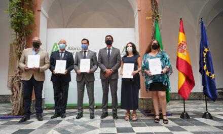 La Junta alcanza un acuerdo, del que se desmarcan algunos sindicatos, para incrementar la plantilla pública de maestros y profesores para el curso 2021/22 en Andalucía