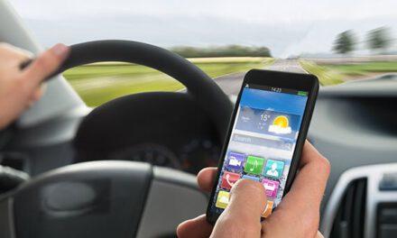 ¡Cuidado con el móvil! La DGT inicia una campaña de control de distracciones al volante en las carreteras de Andalucía