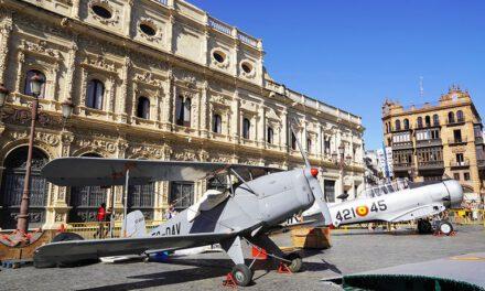 Ya puedes ver en la Plaza de San Francisco la exposición 'Tablada fue el principio', con motivo del centenario del Acuartelamiento Aéreo de Tablada